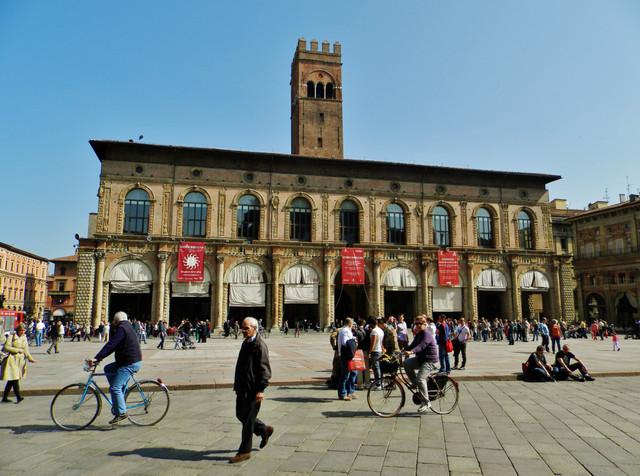 9 ボローニャのマッジョーレ広場